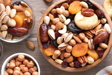 Why  Snacking on Nuts & Dried Fruits is Good for your health